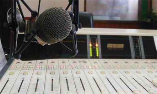 播音主持自备稿件《 纸钢琴》