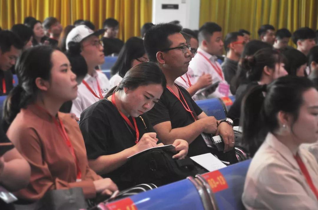 """著名教育家李取煌校长到广州多芬艺术学校举办""""学校精细化管理""""课题讲座"""